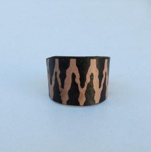 bague cuir noir zigzag base métallique adaptable
