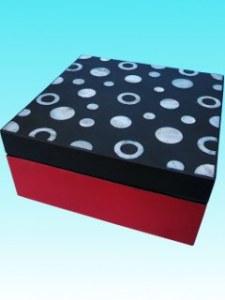 Boite laquée carrée incrustée de nacre 14x14 cm