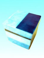 Boîte cubique bleue en capiz 10,2x10,2 cm