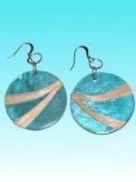 Boucles d'oreille capiz rondes bleue avec fibres d'abaca