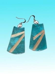 Boucles d'oreille capiz bleu oblongue avec fibres d'abaca