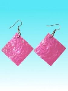 Boucles d'oreille carrée rose en capiz