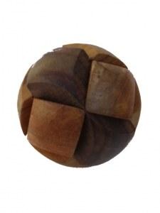 Casse tête balle en bois