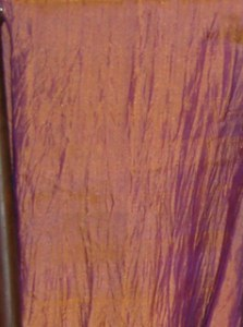 Etole en soie naturelle fine or reflets parme