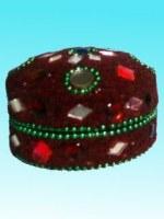 Boîte ronde bordeaux avec perles