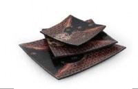 plat carré batik motifs floraux noir et rouge MM 20x19.5 cm