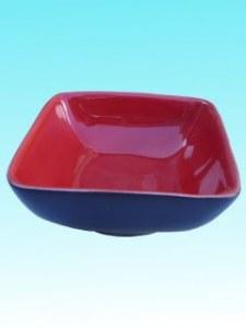 Petit plat noir et rouge