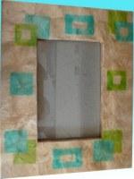 Cadre retro capiz beige fumé avec carrés bleus et verts