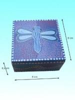 Boîte en bois d'albisia papillon 8 x 8 x 4,5 cm