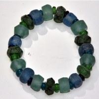 Bracelet en verre recyclé dépoli tons bleu et vert extensible