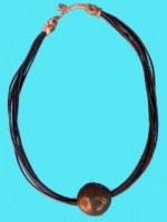 Collier pendentif boule ébène