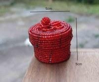 Boîte à bagues ou pilules perles recyclées couleur rouge 5 cm