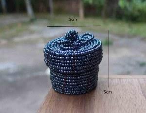 Boîte à bagues ou pilules perles recyclées grises 5 cm